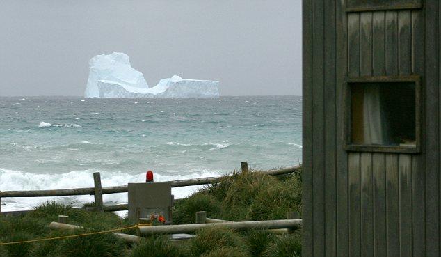 جبال جليدية بالقرب من نيوزيلندا وأستراليا
