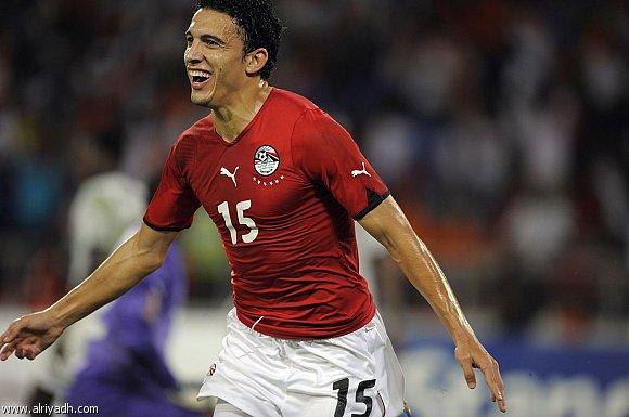 المهاجم المصري جدو يحتفل بهدف البطولة