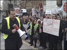 المتظاهرون طالبوا بريطانيا بالضغط على الحكومة المصرية
