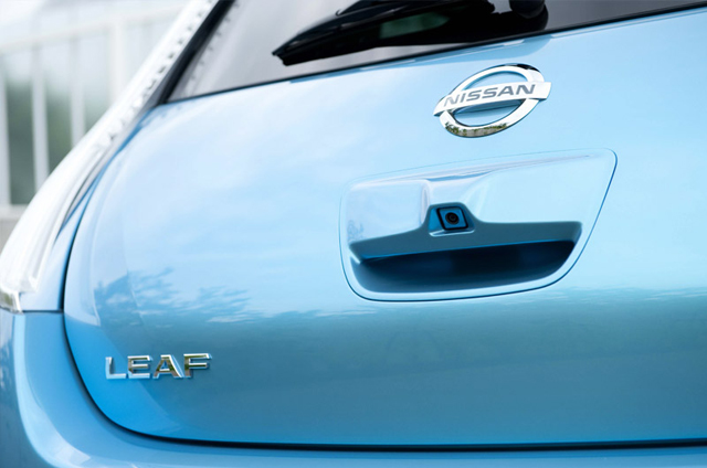 سيارة نيسان ليف الكهربائية