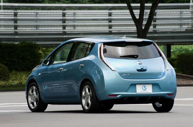 سيارة نيسان ليف الكهربائية nissan leaf electric