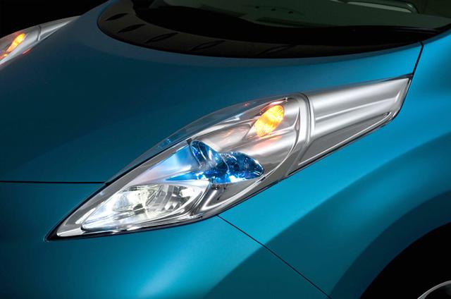 صور سيارة نيسان ليف الكهربائية